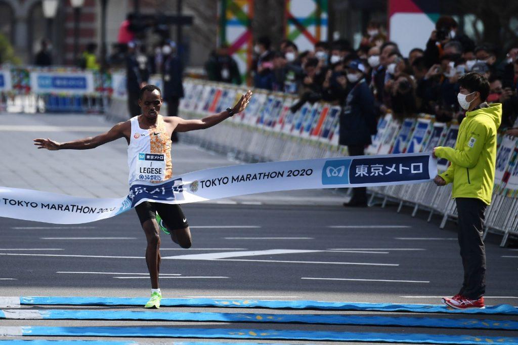 Birhanu Legese conquistou título de bicampeão da Maratona de Tóquio (Charly Triballeau/AFP)