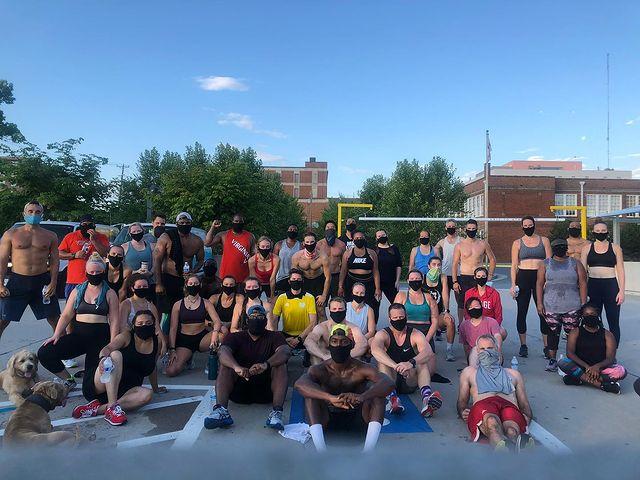A Equipe de Corrida ProlyFyck, que leva o esporte a bairros negros de Charlotesville, nos EUA (@illway_da_kang no Instagram)